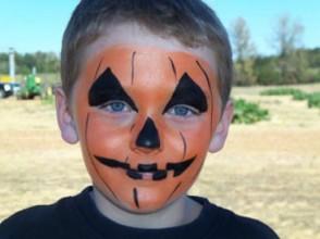 bambino halloween zucca