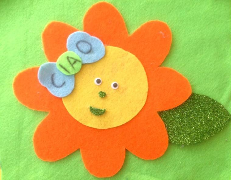 fiore arancione per il primo giorno di scuola