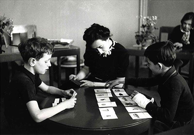 Metodo Montessori: i 10 principi per educare i bambini in totalelibertà