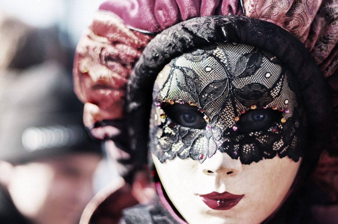 Carnevale: storia, tradizioni e maschereitaliane