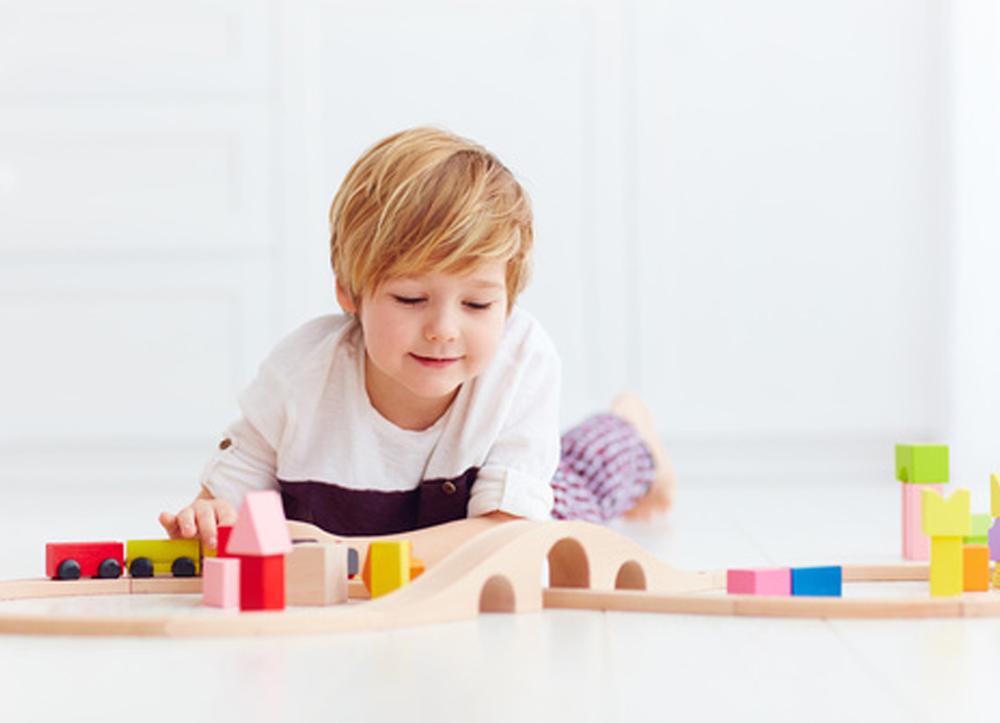 Meno giocattoli per incoraggiare l'immaginazione